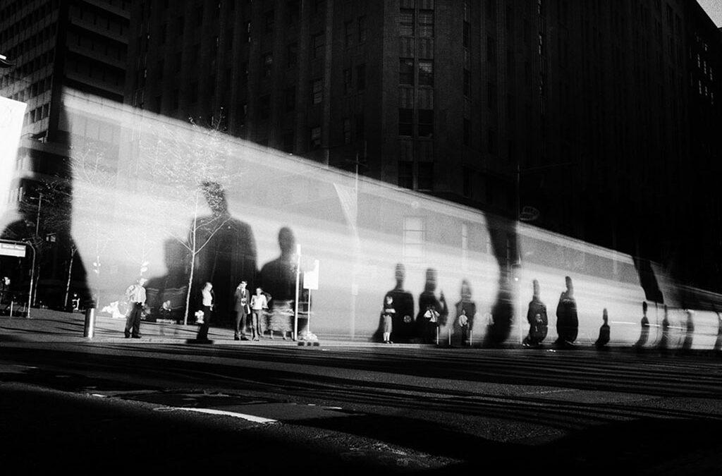 Trent Parke explica cómo hizo 'Moving Bus', una de sus fotos más conocidas del libro 'Minutes to Midnight'