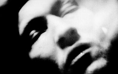 Michael Ackerman, el fotógrafo que mira a los ojos del abismo