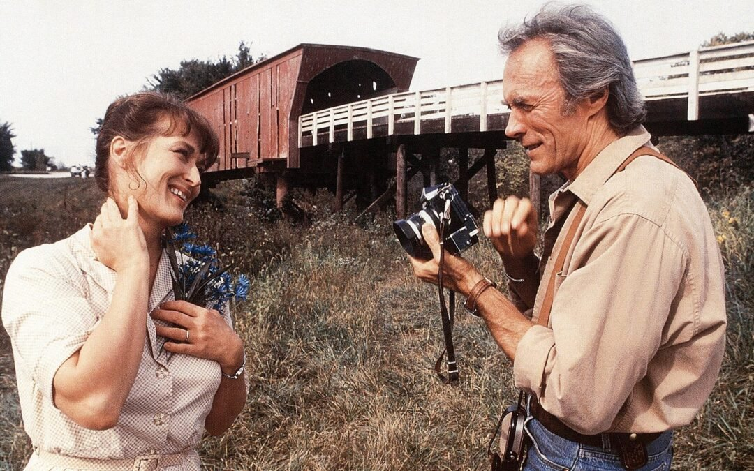 ¿Sabías que un diálogo aparentemente intrascendente de la famosa novela 'Los Puentes de Madison' oculta una de las más feroces críticas que se han hecho a la fotografía comercial?