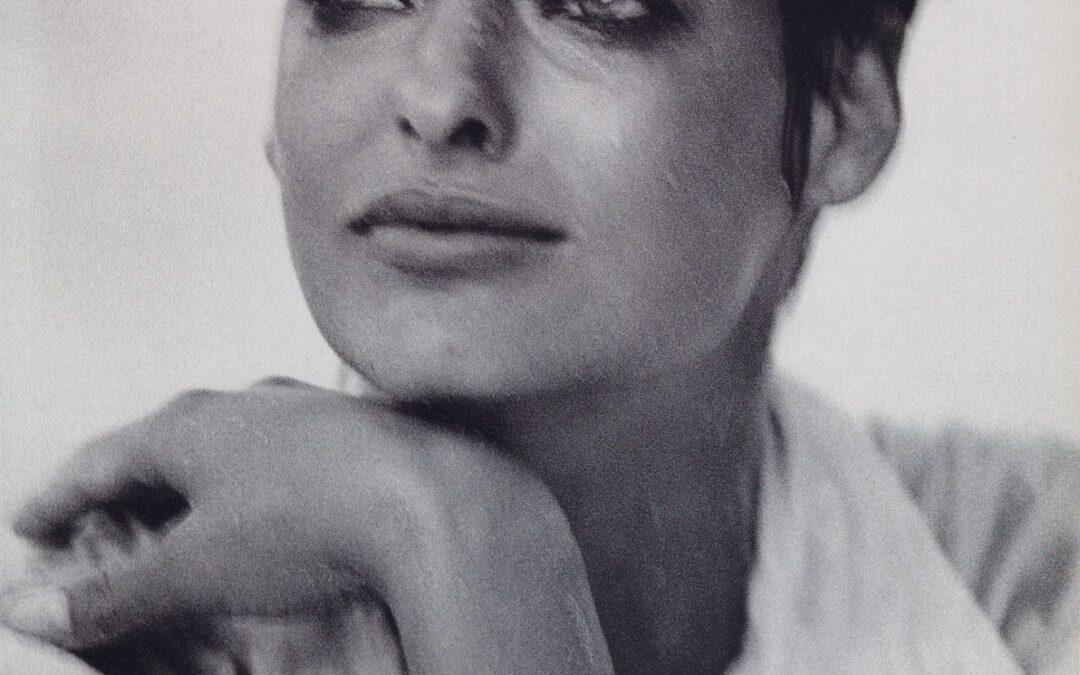 Adiós a Peter Lindbergh, el fotógrafo que hizo mucho más que cortar el pelo a Linda Evangelista