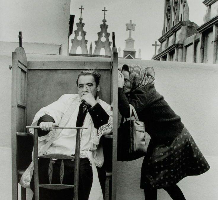 La historia tras la famosa foto de 'La Confesión', de Cristina García Rodero