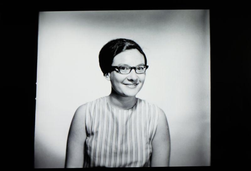 La fotógrafa Elsa Dotrfman de joven, en un fotograma del documental de Netflix 'The B-side: Elsa Dorfman's Portrait Photography'