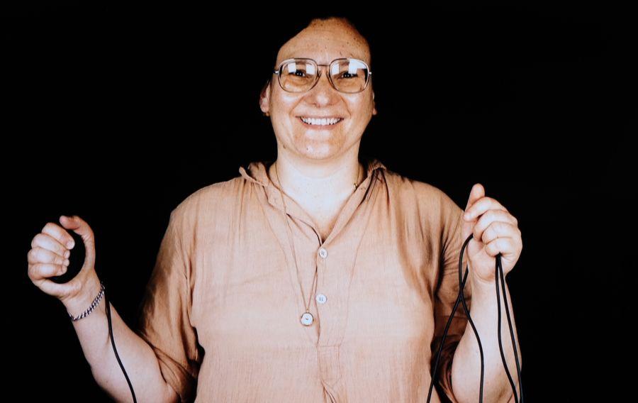 Autorretrato de la fotógrafa Elsa Dorfman hecho con la Polaroid 20x24. Fotograma del documental de Netflix 'The B-side: Elsa Dorfman's Portrait Photography'