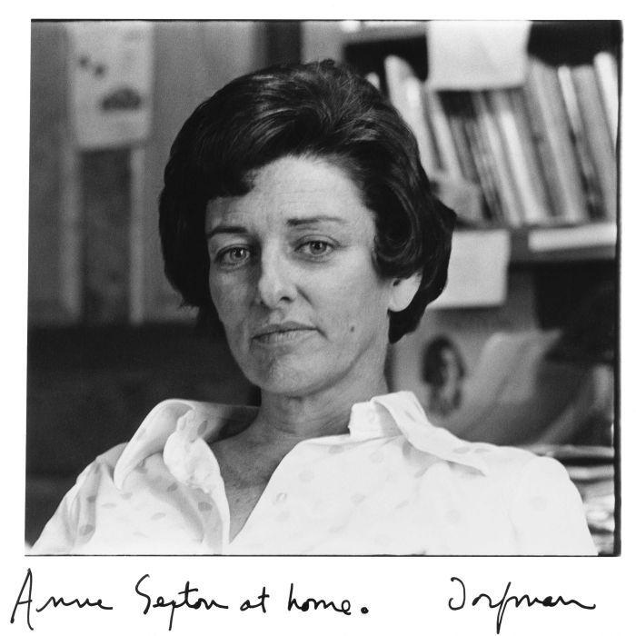 Retrato en blanco y negro de la poeta estadounidense Anne Sexton hecho por Elsa Dofman
