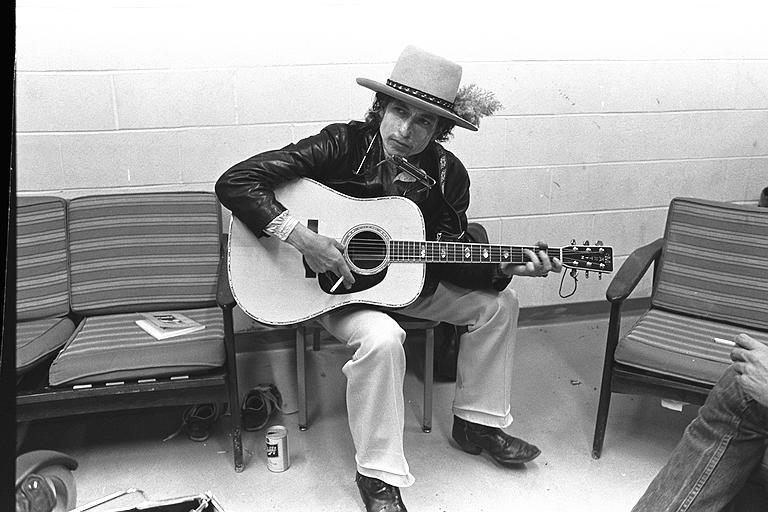Fotografía en blanco y negro de Bob Dylan hecha por la fotógrafa Elsa Dorfman