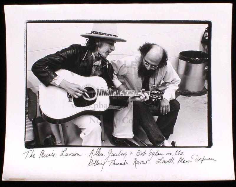 Fotografía de Bob Dylan y Allen Ginsberg realizada por la fotógrafa Elsa Dorfman