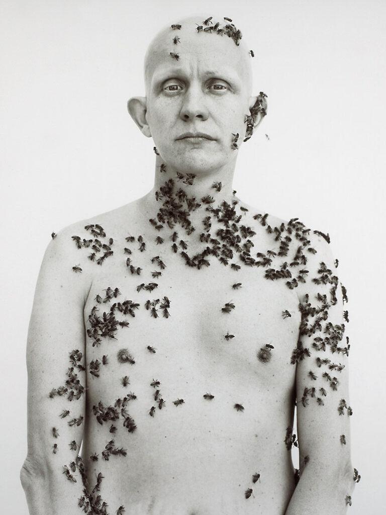 Ron Fischer, el apicultor cubierto de abejas del retrato de Richard Avedon