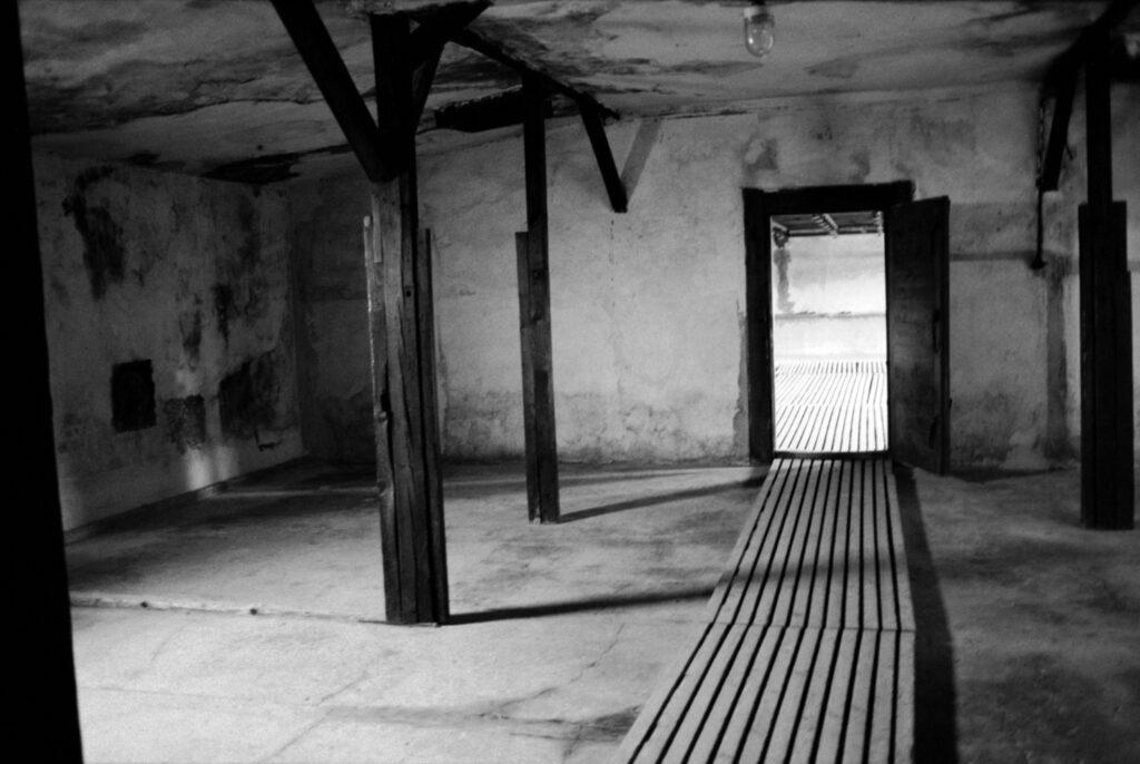 Polonia, cerca de Lublin, 1994. Cámara de gas en el campo de concentración de Majdanek. Foto: Erich Hartmann (Magnum), en el libro 'In the camps'.