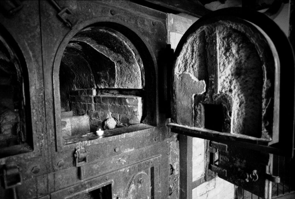 Alemania, 1933. Hornos crematorios en el campo de concentración de Dachau. Foto: Erich Hartmann (Magnum), en el libro 'In the camps'.