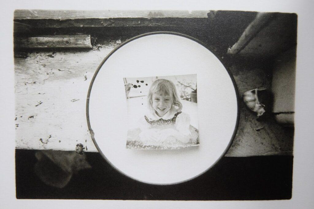 Foto de Francesca Woodman de niña