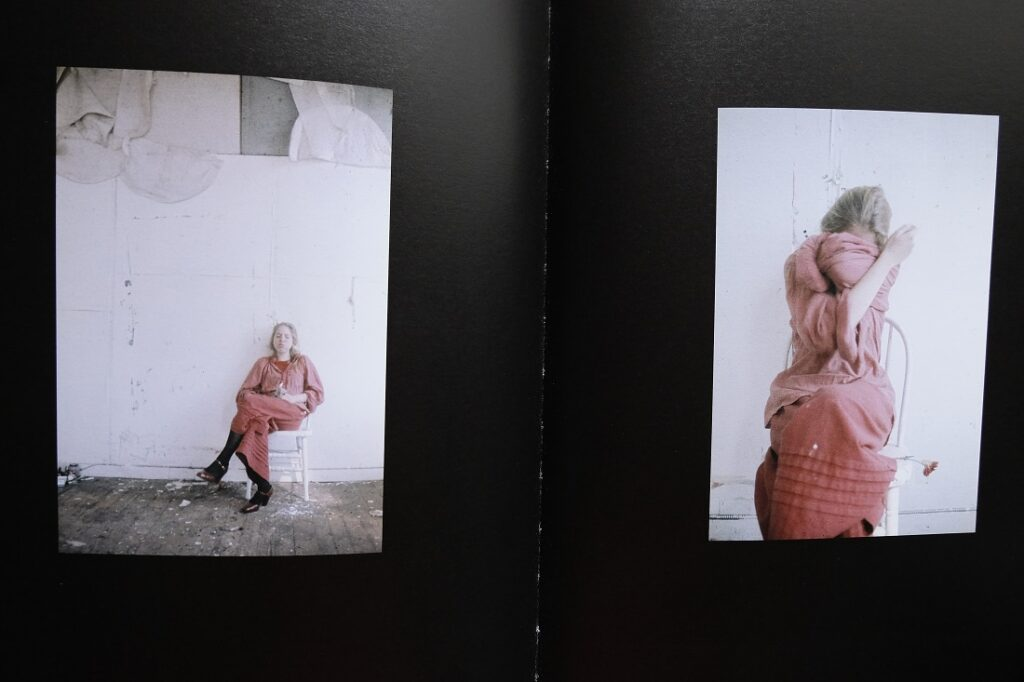 Retratos en color de Francesca Woodman. Fotos: George Lange.