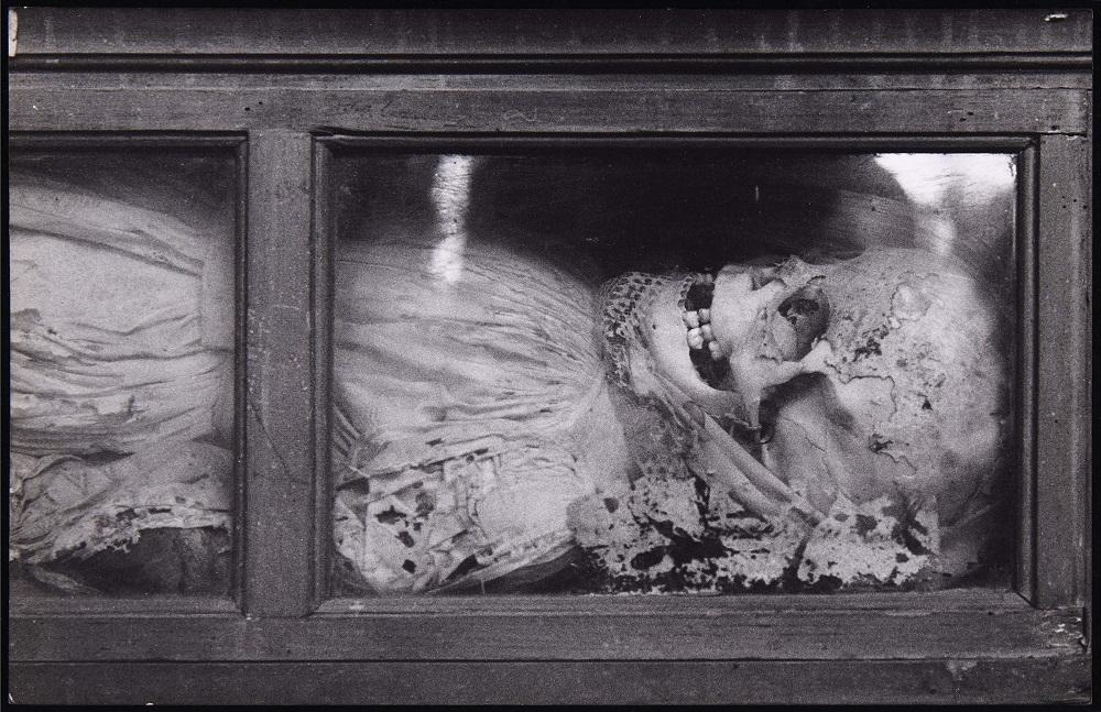 Cadáver de las catacumbas de Palermo. Foto: Peter Hujar.
