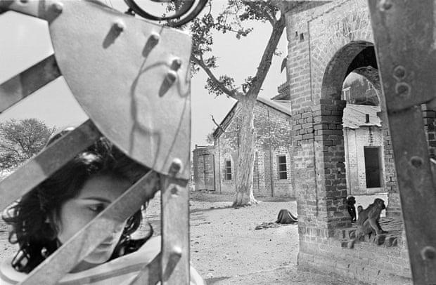 La historia tras la foto 'Una mujer moribunda en la Ciudad de las Viudas', de Pamela Singh