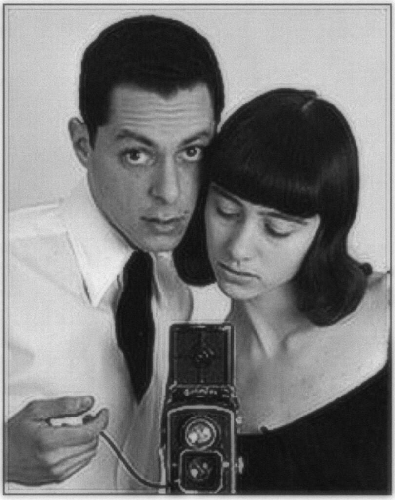 Autorretrato con cámara frente al espejo de Allan Arbus y Diane Arbus
